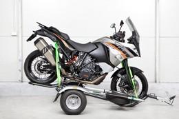 Ukotvení               zádní části motocyklu popruhy