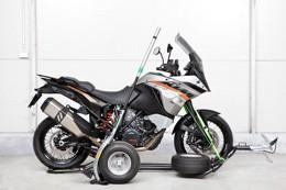 Ukotvení přední části motocyklu popruhy