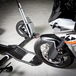 Najetí motocyklu na přívěs