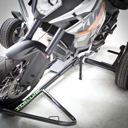 Postavení naloženého motocyklu na stojánek